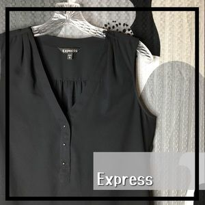 EXPRESS • Shortsleeved Buttoned Blouse